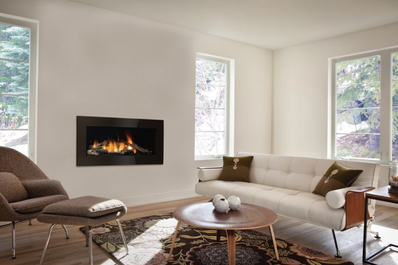 Regency Horizon HZ40E Indoor contemporary gas fireplace in a comfortable living room