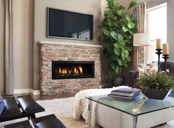 Regency Horizon HZ40E Indoor contemporary gas fireplace in a comfortable living room