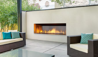 Regency Horizon HZO60 Outdoor fireplace and outdoor seating area